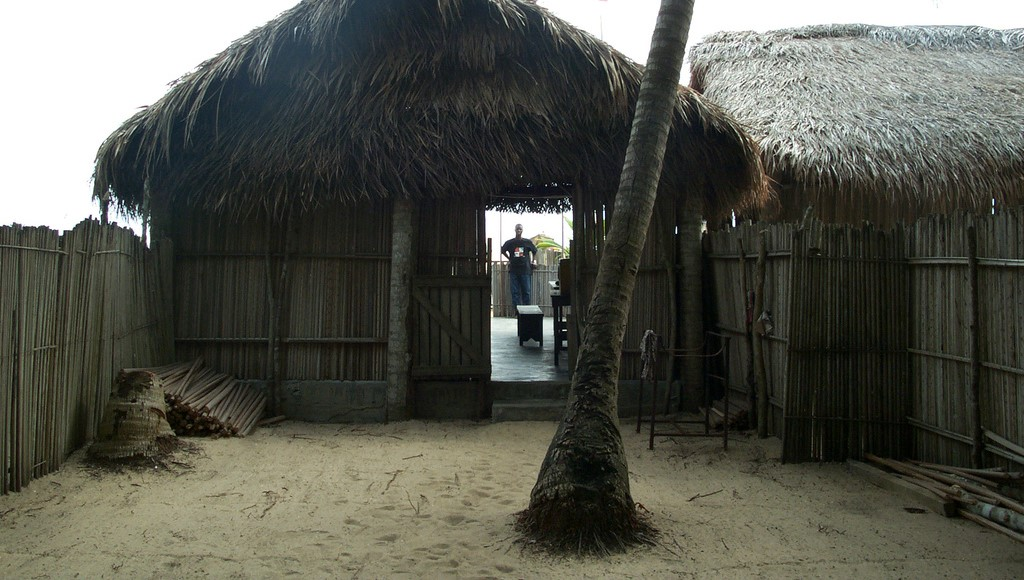 rent-a-hut-on-the-beach-lagos