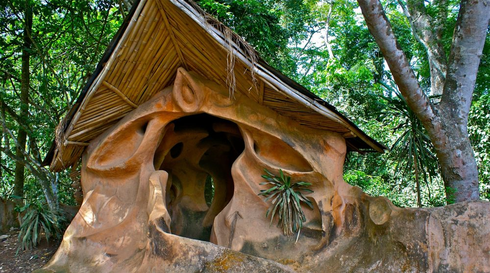 sculpture-in-sacred-grove-nigeria