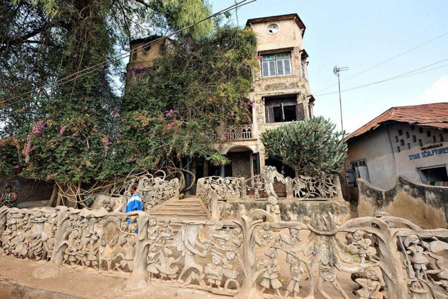 sculpture-outside-wenger-house